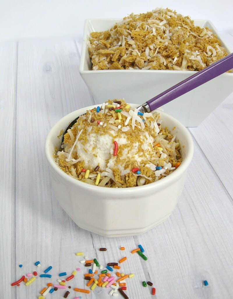 Crunchy Ice Cream Topping - Organized 31 #LoveMyCereal #QuakerUp #spon