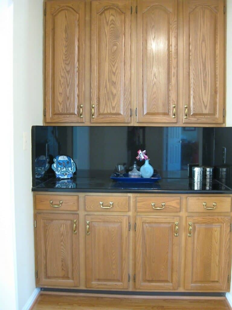 butler's pantry with dark wood cabinets and dark coutners