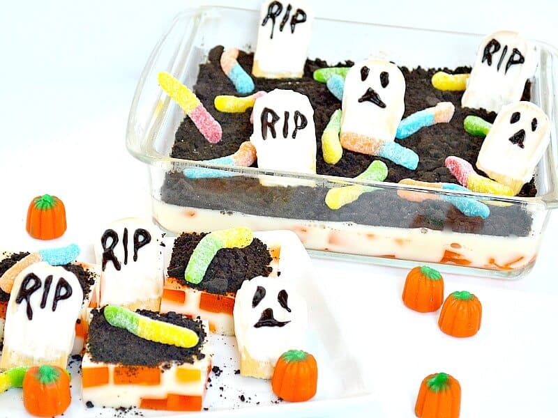 Make a Halloween Graveyard Treat with OREO and Fanta for your party. #SpookySnacks [ad]