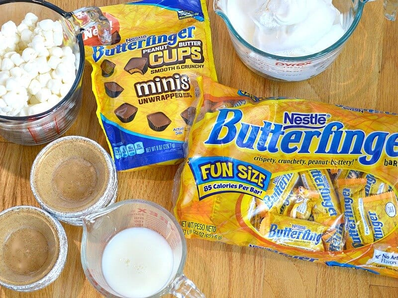 Make these delicious Mini Finger Pies with BUTTERFINGER® Fun-Size and BUTTERFINGER® Peanut Butter Cup Minis. #ReinventSweet [ad]