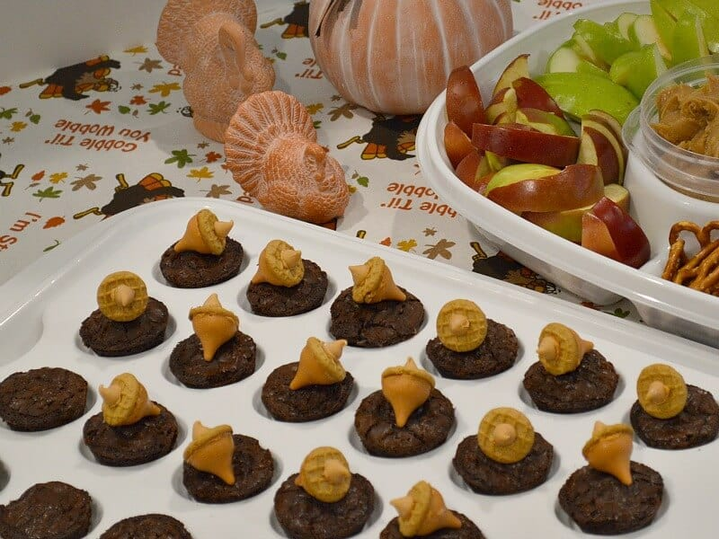 Make these easy Thanksgiving Brownie Cups to enjoy at your Thanksgiving meal or to take to a pot luck meal.