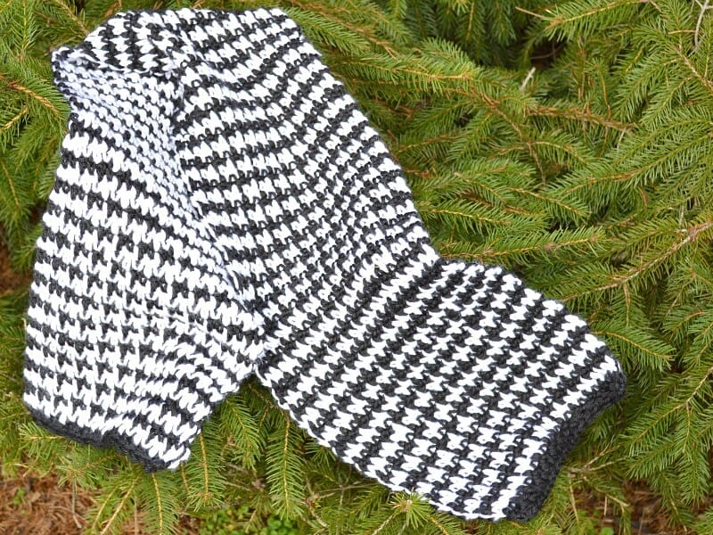 close up of handmade black and white houndstooth crocheted scarf