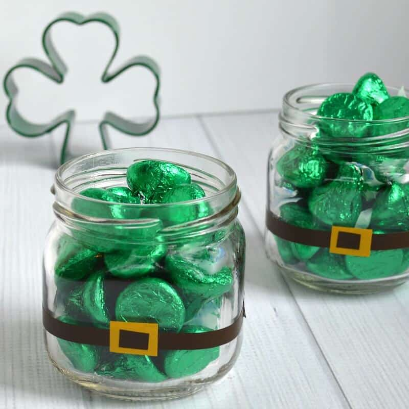 Make an easy St. Patrick's Day Candy treat in minutes to give as a gift or as party favors.