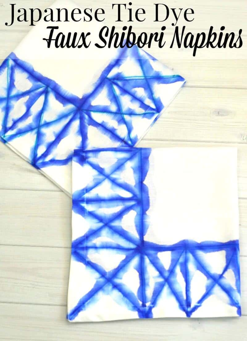 Make these blue and white Japanese Tie Dye Shibori Napkins using this faux Sharpie tie dye technique. | Organized 31