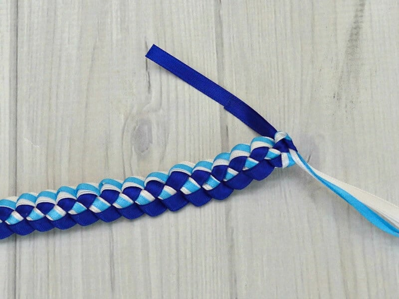 How to make a ribbon lei with 3 colors in about 30 minutes. Hawaiian ribbon leis are traditional made for graduation in the graduate's school colors.