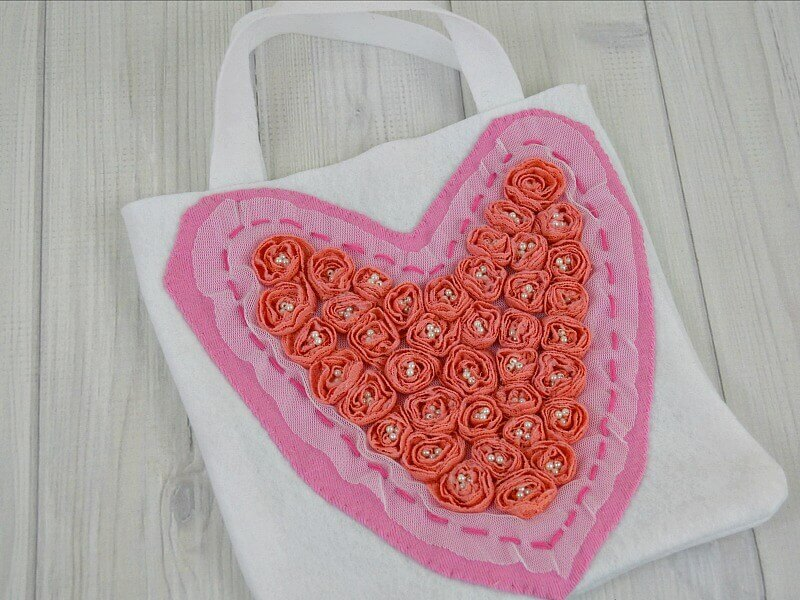 DIY white gift bag with pink and red heart