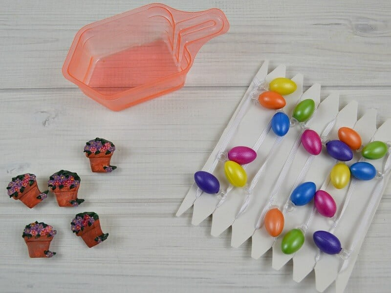 Fun laundry scoop craft for Easter using a recycled laundry scoop. Don't throw those little scoops away, instead make decorations. A great kids' craft.