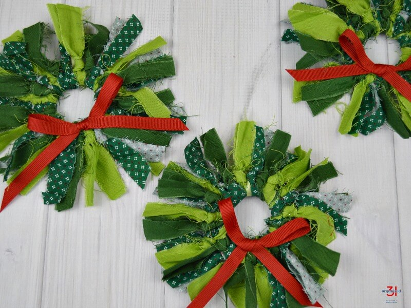 These mini rustic Christmas wreaths are easy to make in 15 minutes. They're perfect as tree, package or gift decorations. Great kids' activity craft.