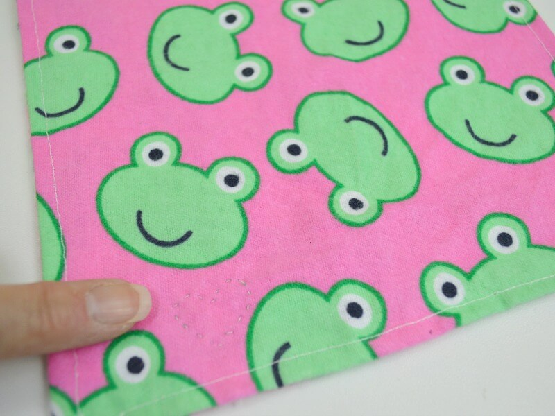 Make DIY Kids Cloth Napkins to share a smile with a snack or in a lunchbox. #PackWithLove [ad] Earth-friendly & reusable.