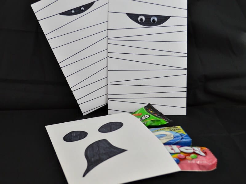 Halloween Treat Bags you can make last minute with supplies you already have. #Halloween