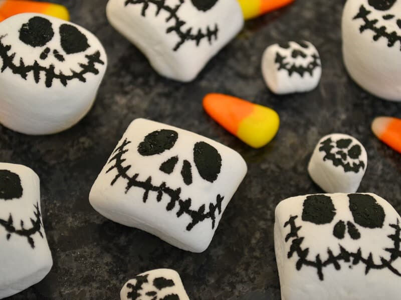 Easy-to-make Jack Skellington Halloween decorations that are edible. Celebrate The Nightmare Before Christmas with these treats and favors. #NightmareBeforeChristmas
