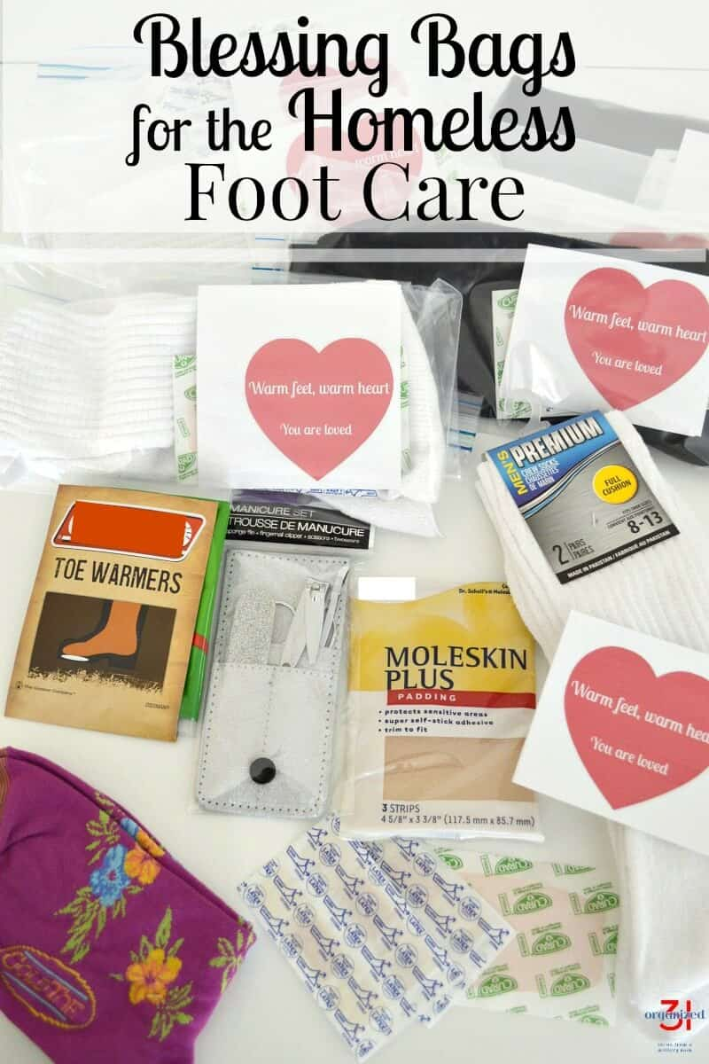 Tips to make blessing bags for the homeless for foot care with free printable notes. #homeless #donate