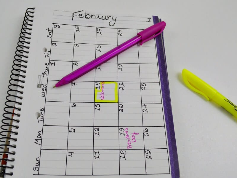 Using a bullet journal to do list keeps your life running smoothly and prevents the stress of forgetting important dates or tasks. Use these simple bullet journal ideas for the minimalist or if you're new to bullet journaling.